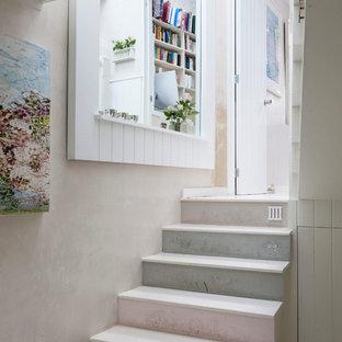 Foto de escalera recta, romántica, con escalones de madera pintada y contrahuellas de madera pintada