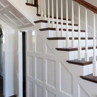 ダラスの中くらいのトラディショナルスタイルのおしゃれな階段の写真