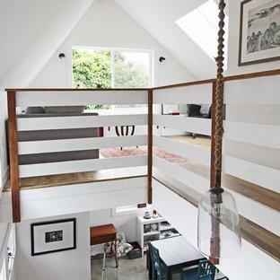 Ejemplo de escalera en L, actual, pequeña, sin contrahuella, con escalones de madera