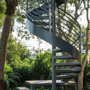 Неиссякаемый источник вдохновения для домашнего уюта: винтовая лестница в современном стиле без подступенок