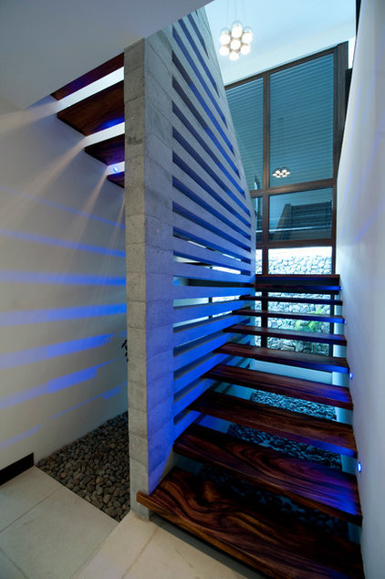Contemporary Staircase by MIA