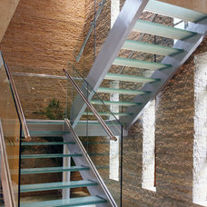 Contemporary Staircase by Hawkins Architectural Glass Solutions Ltd