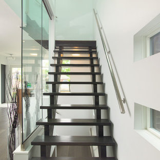 Trendy wooden l-shaped staircase photo in Toronto