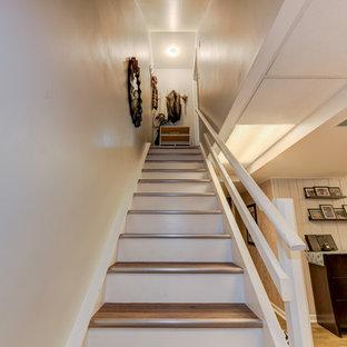 フィラデルフィアの中サイズのタイルのトランジショナルスタイルのおしゃれな直階段 (フローリングの蹴込み板) の写真