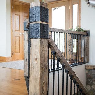 Ejemplo de escalera rústica de tamaño medio