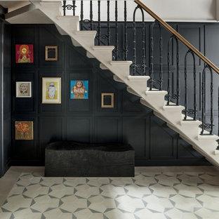 Diseño de escalera recta, tradicional, de tamaño medio