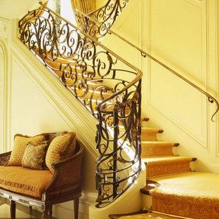 サンフランシスコの地中海スタイルのおしゃれな階段の写真