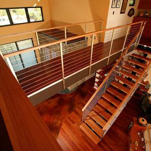 サンディエゴのモダンスタイルのおしゃれな階段の写真