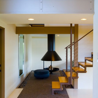 Staircase - contemporary staircase idea in Los Angeles