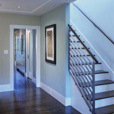 Traditional Staircase by Studio Sarah Willmer