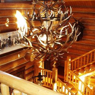 Modelo de escalera suspendida, rural, con escalones de madera y contrahuellas de madera