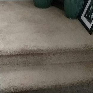 Ejemplo de escalera en L con escalones con baldosas y contrahuellas con baldosas y/o azulejos