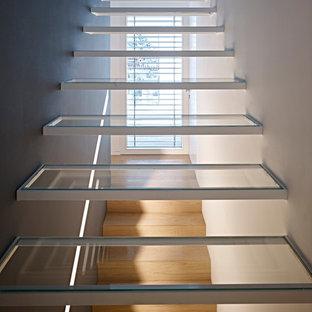 Inspiration för moderna flytande trappor i glas, med öppna sättsteg