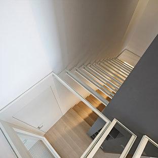 Idéer för att renovera en funkis flytande trappa i glas, med öppna sättsteg