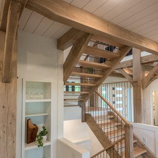 """Idee per una scala a """"U"""" rustica di medie dimensioni con pedata in legno, nessuna alzata e parapetto in materiali misti"""