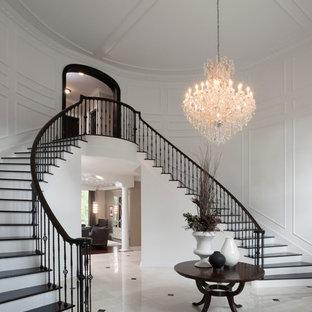 Ejemplo de escalera tradicional renovada extra grande