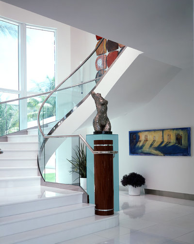 Contemporain Escalier by Wm L Construction, LLC