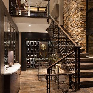 Ejemplo de escalera en L, rústica, de tamaño medio, con escalones de madera, contrahuellas de madera y barandilla de cable