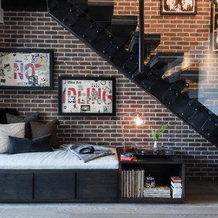 Diseño de escalera urbana, sin contrahuella, con barandilla de vidrio