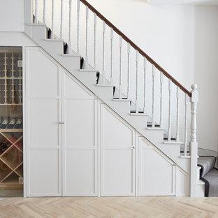 ロンドンのトランジショナルスタイルのおしゃれな階段の写真
