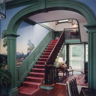 チャールストンのトラディショナルスタイルのおしゃれな階段の写真