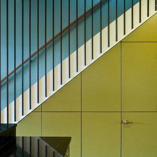 シカゴのコンテンポラリースタイルのおしゃれな階段の写真
