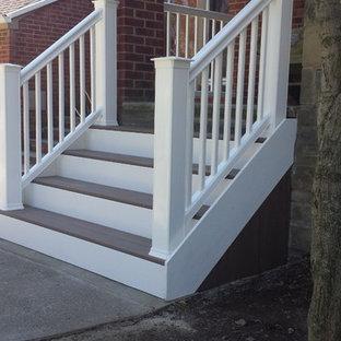 Foto de escalera recta, de estilo americano, pequeña, con escalones de madera y contrahuellas de madera