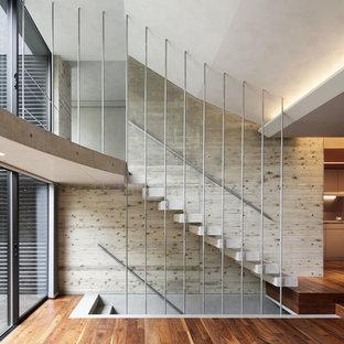 Стильный дизайн: прямая лестница в современном стиле с бетонными ступенями без подступенок - последний тренд