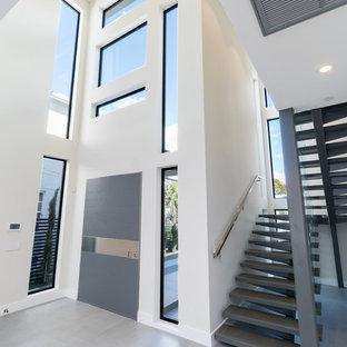 Idéer för en stor modern svängd trappa i skiffer, med sättsteg i skiffer och räcke i metall