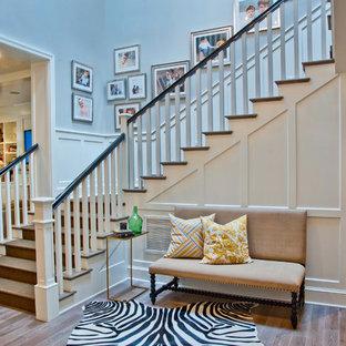 Удачное сочетание для дизайна помещения: лестница в классическом стиле с деревянными ступенями - самое интересное для вас