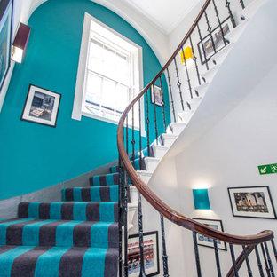 エディンバラのエクレクティックスタイルのおしゃれな階段の写真