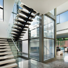 Contemporary Staircase by Ducon Pty Ltd