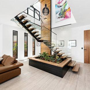 Modelo de escalera en L, actual, de tamaño medio, sin contrahuella, con escalones de madera y barandilla de vidrio