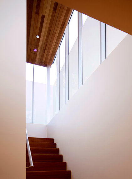 modern staircase by Bilden Corp