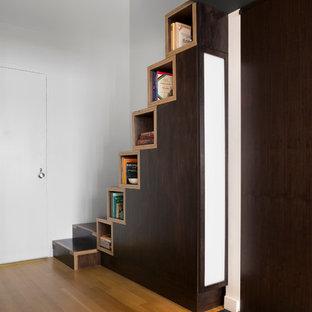 Inspiration för en liten funkis trappa i trä, med sättsteg i trä