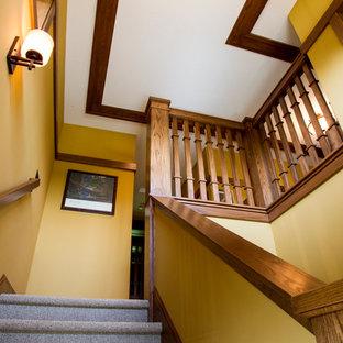 シーダーラピッズのおしゃれな階段の写真
