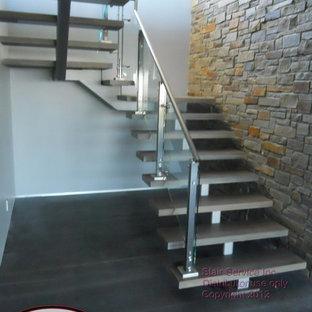 オースティンのコンテンポラリースタイルのおしゃれな階段の写真