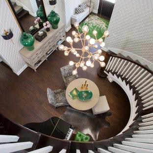 Неиссякаемый источник вдохновения для домашнего уюта: прихожая в стиле модернизм