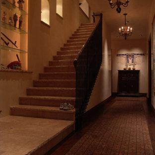 Foto de escalera recta, mediterránea, de tamaño medio, con escalones con baldosas, contrahuellas con baldosas y/o azulejos y barandilla de metal