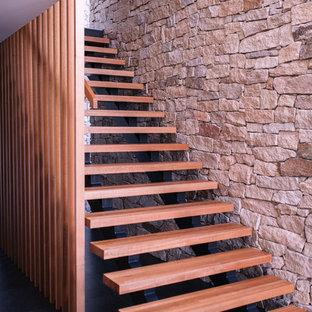 ホバートのコンテンポラリースタイルのおしゃれな階段の写真