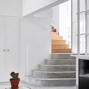Foto di una scala stile marinaro con pedata in cemento e alzata in cemento