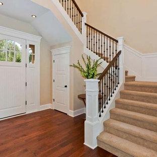 Imagen de escalera en L, de estilo americano, extra grande, con escalones enmoquetados