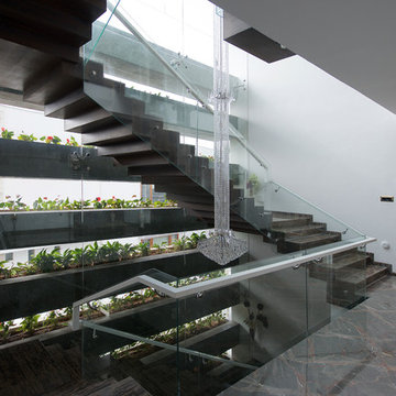 CANTILEVER HOUSE
