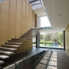 Contemporary Staircase by Serrano Monjaraz Arquitectos