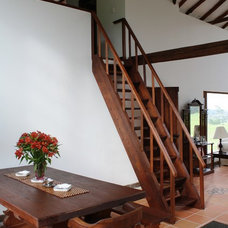 Traditional Staircase by Catoptrico arquitectura