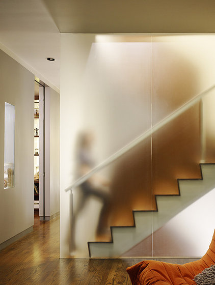modern staircase by Schwartz and Architecture