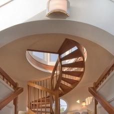 Beach Style Staircase by DesRosiers Architects