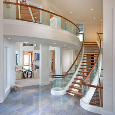 Beach Style Entry by DesRosiers Architects