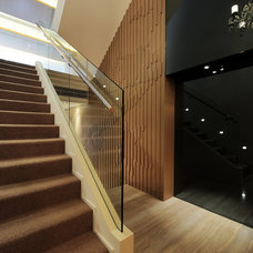 Modern Staircase by S.I.D.Ltd.
