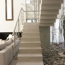 Modern Staircase by Vanguarda Architects